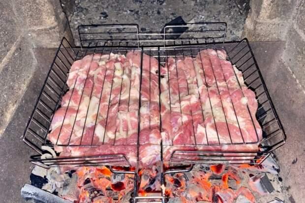 Другой маринад для мяса не признаю, готовлю только так. Мясо получается нежным: не остается и кусочка