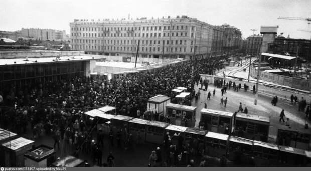 """У станции метро """"Сенная"""", 1992 год. история, факты, фото"""