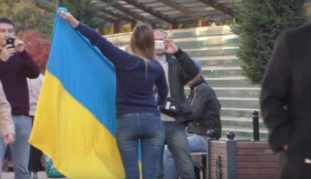 """Украинские националисты устроили """"охоту на ведьм"""" из-за слов студентки о Крыме"""