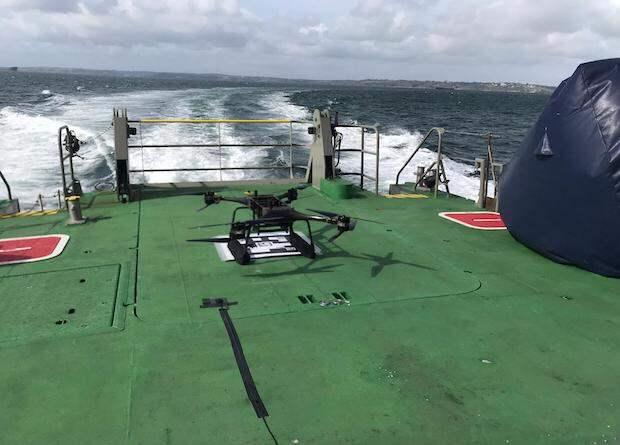 Британский флот испытал дрон для спасения манекена за бортом