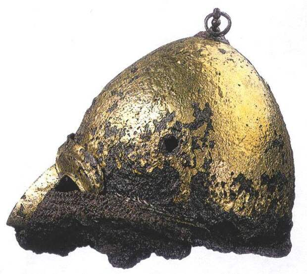 Шлем с полумаской из кургана Чингул. Половецкое погребение, XIII век.