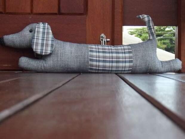 Креативные подушки от сквозняков