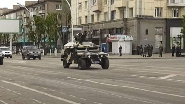 Подаренный Киеву американский Humvee проехал на репетиции парада Победы в Донбассе