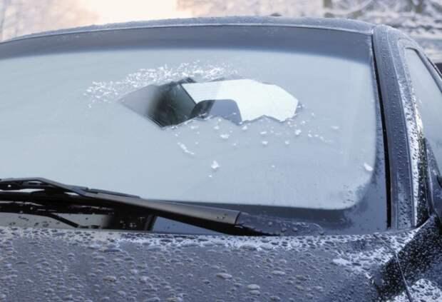 Протрите вечером лобовое стекло луком, чтобы избежать замерзания / Фото: carboys.ru