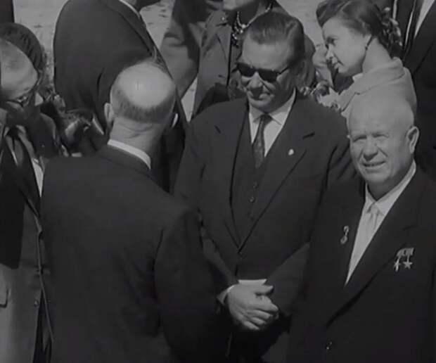 Уже 40 лет должны были жить при коммунизме: как Хрущёв СССР обманул