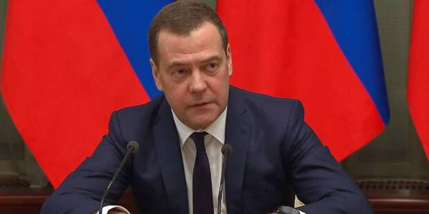 Медведев за помощь НКО