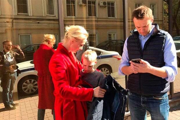 Прокуратура и «Росгвардия» собираются отобрать у Навального квартиру и выселить его с семьей на улицу