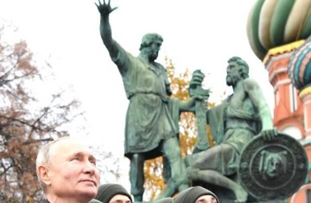 Дмитрий Быков рассказал, каким должен быть памятник Путину и где его надо поставить