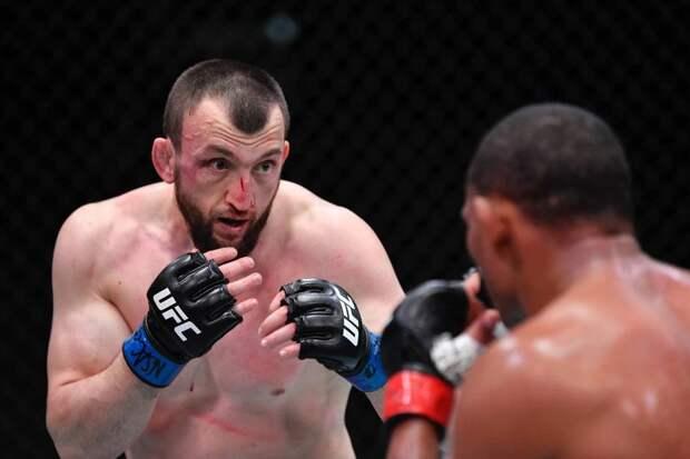 """Король кунг-фу из Дагестана побил ветерана UFC. В Китае Салихова называют """"телохранителем Путина"""""""