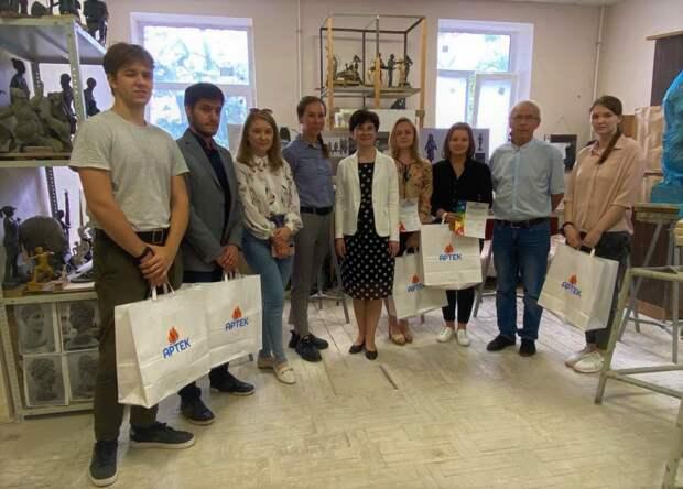 В «Артеке» установят памятник юному послу мира Саманте Смит