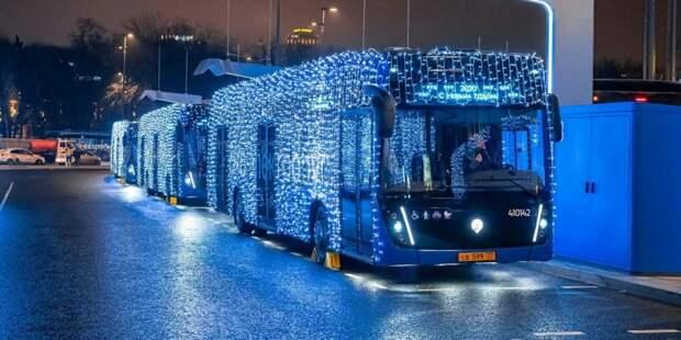 ГИБДД аннулировала штрафы за подсветку электробусов в Москве. Фото: mos.ru