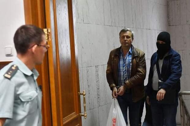 Бывшего замглавы ПФР осудили на четыре года колонии за взяточничество
