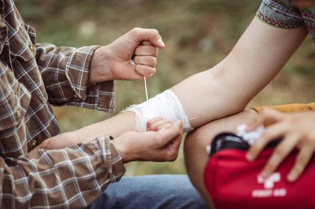 Как лечить порезы, проколы и другие летние раны