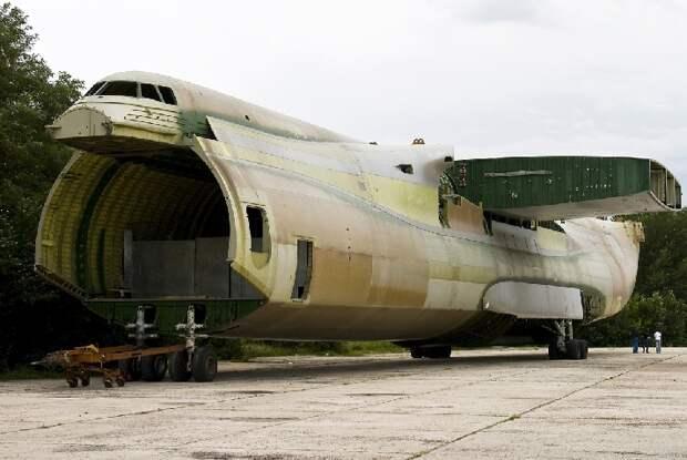 Ненужный «Антонов». Как российско-украинская политика разрушает авиапром