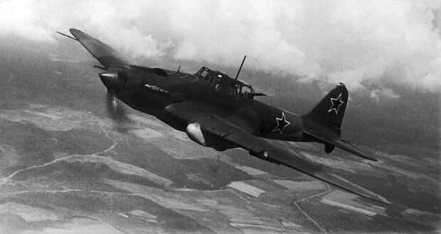 Ил-2, подбитый танковой «болванкой» немцев