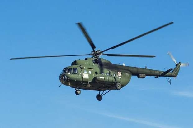 Вертолет Ми-8 рухнул на улицу в Хабаровске