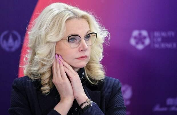 """""""Стыдно признаться, есть и 2 тыс., и 4 тыс.рублей"""" Голикова назвала недопустимой ситуацию с низкими окладами учителей"""