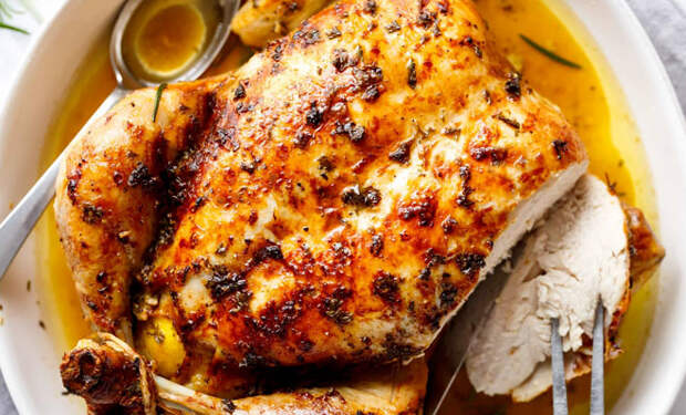 Запекаем курицу по совету шефов: 8 новых вкусов привычной птицы