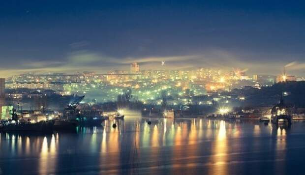 В Севастополе на улицах включают свет