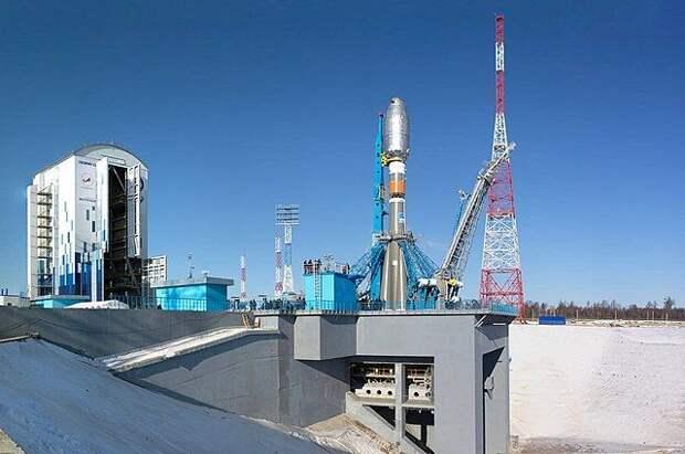 На космодроме Восточный установили ракету «Союз-2.1б»