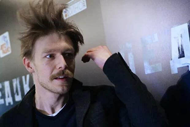 «Слишком откровенно»: Ефремов снялся обнаженным всериале «Полет»
