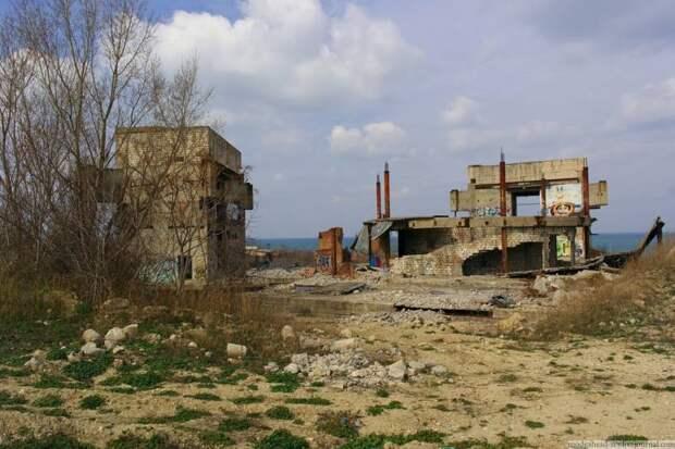 Севастополь и... пустота.