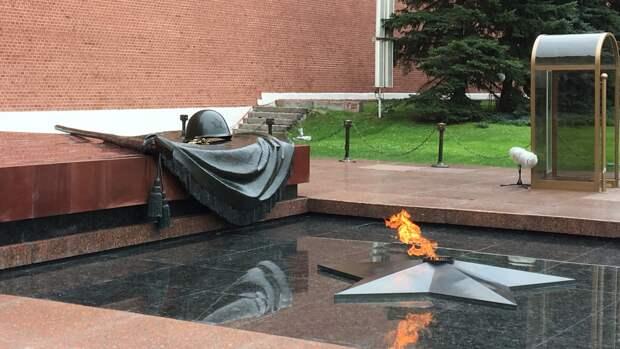 Вечный огонь зажгли у памятника советскому солдату-освободителю в Братиславе