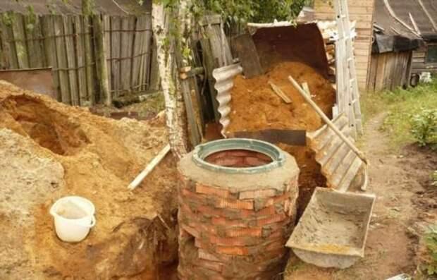 Почему делать выгребную яму под слив на своем участке — плохая идея