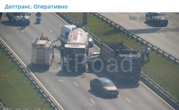 Движение в область на Ленинградке затруднено из-за серьезного ДТП