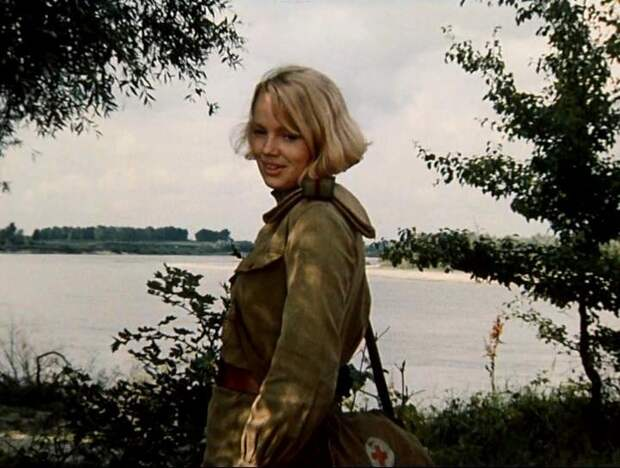 Как менялась медсестра Шура из фильма «Батальоны просят огня» с течением времени.