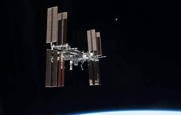 «Союз МС-17» с тремя членами экипажа МКС на борту вернулся на Землю
