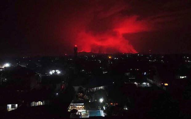 Жители города в Конго бежали в Руанду, чтобы спастись от вулкана