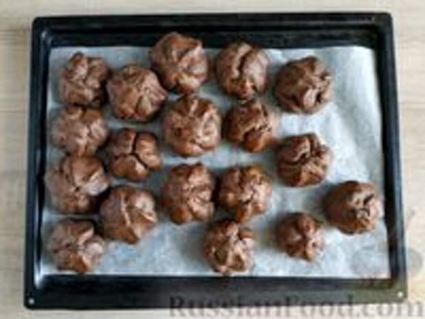 """Фото приготовления рецепта: Шоколадные профитроли с кремом """"Шарлотт"""" - шаг №15"""