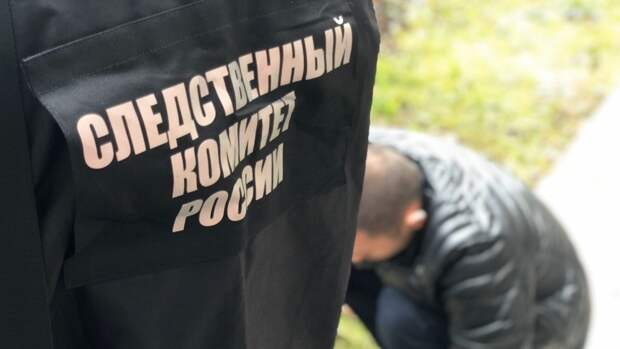 Труп мужчины обнаружили на детской площадке в Екатеринбурге