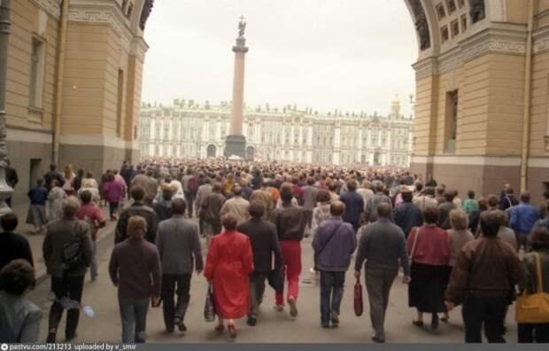 На Дворцовой было куда более многолюдно. история, факты, фото