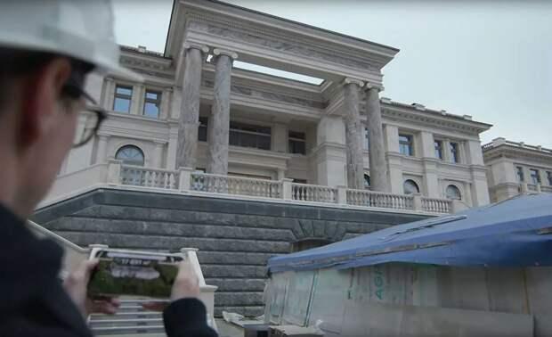 Первая экскурсия по сказочному «дворцу Путина» в Геленджике