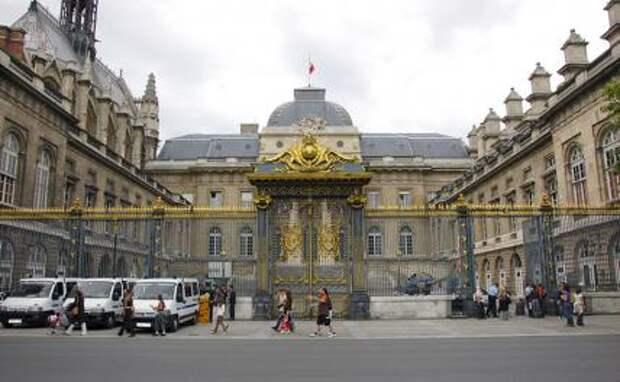 На фото: Дворец правосудия в Париже