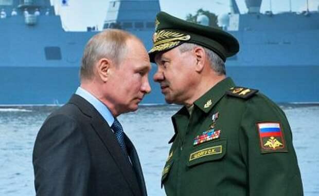 На фото: президент РФ Владимир Путин и министр обороны РФ Сергей Шойгу (слева направо)