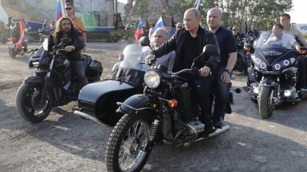 Аксёнов рассказал, о чём говорил с Путиным во время поездки на мотоцикле
