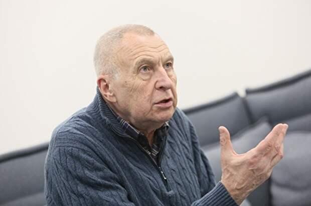 Осенние ахеджаки. Режиссер «Белорусского вокзала» призвал убрать «германского шпиона» с Красной площади