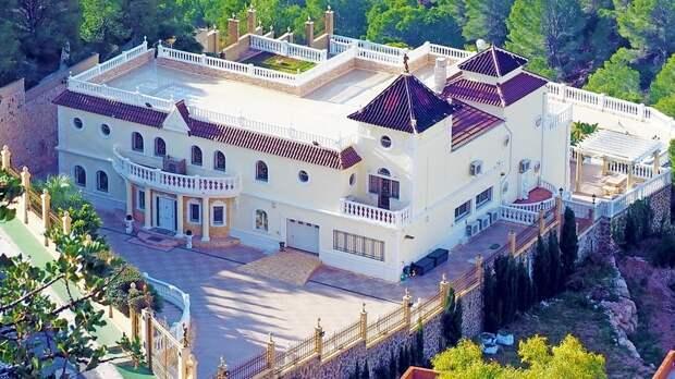 Чиновники администрации Батайска задекларировали понесколько квартир иучастков