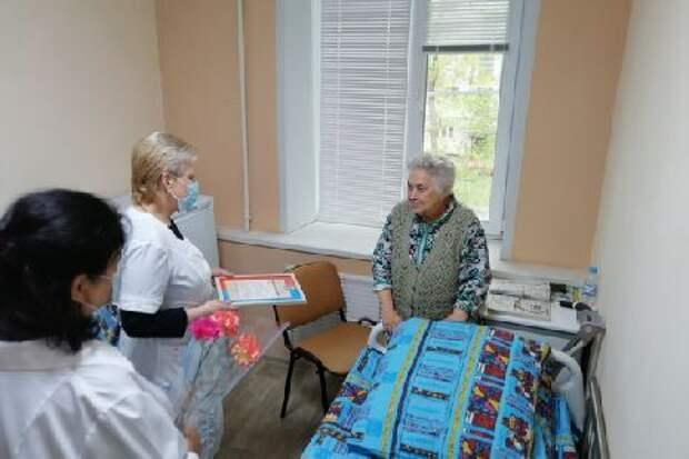 В Тамбове находящихся на стационарном лечении ветеранов поздравили с Днем Победы