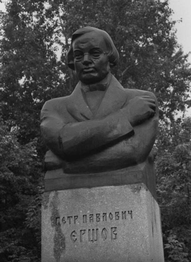 Памятник знаменитому поэту-сказочнику Петру Павловичу Ершову в Тобольске