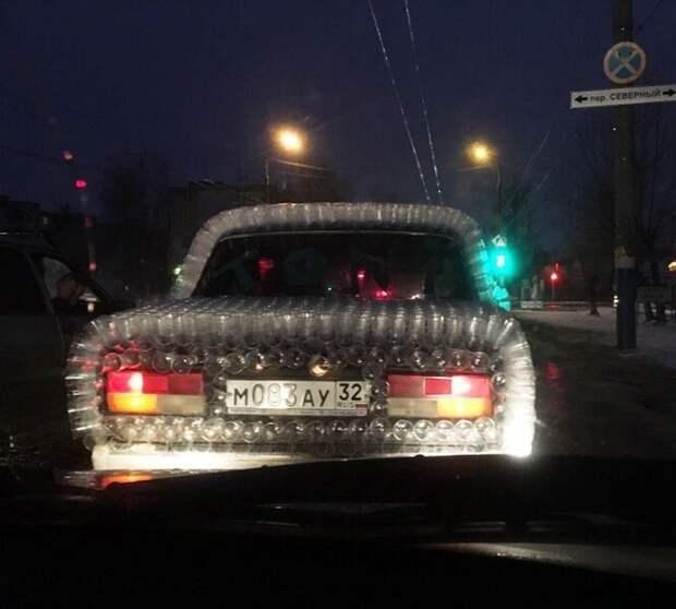 Разбавим пост смешными и странными автомобилями и ситуациями с ними. Самая новогодняя машина. Если кто не понял - она обклеена одноразовыми стаканчиками авто, интересное, машины, продажи, смешно, странные, юмор