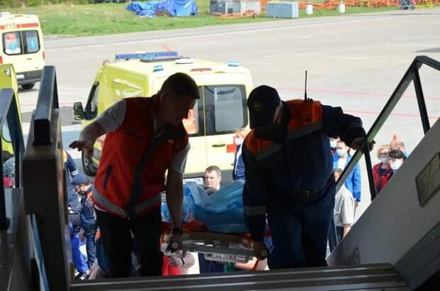 Борт МЧС с девятью пострадавшими при стрельбе в Казани вылетел в Москву