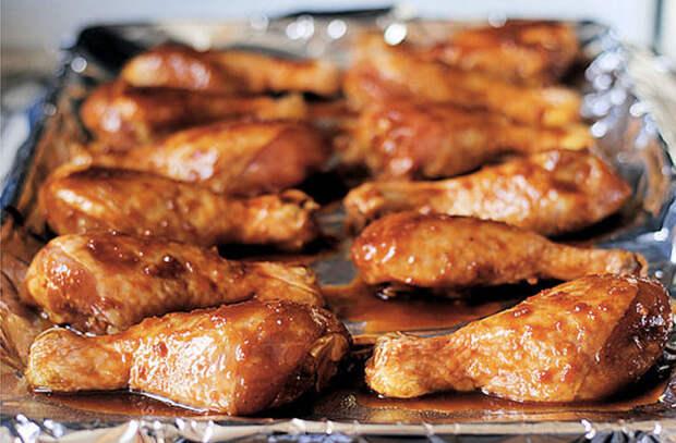 Маринуем ножки в пакете и ставим в духовку: съедают по две порции