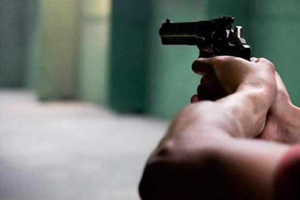В Алма-Ате мужчина с ружьем закрылся в квартире, ранив охранника жилого комплекса