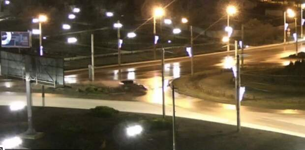 Эффектный вылет иномарки с дороги сняла видеокамера в Севастополе