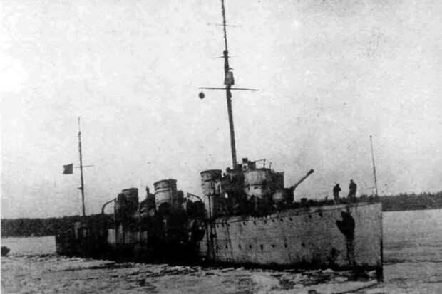 """Как эсминец """"Гавриил"""" оставил с носом корабли английских интервентов"""