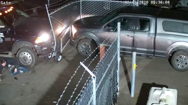 Девушка решила забрать свой автомобиль со штрафстоянки самостоятельно